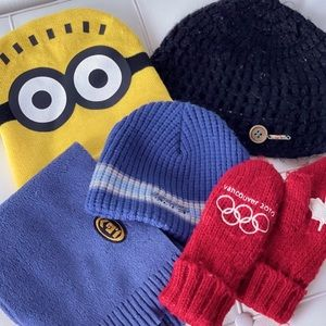Winter Gear Bundle Incl. Mitts, Toques & Scarf